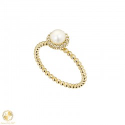 Gold ring with pearls