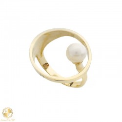 Gold circle ring with pearl